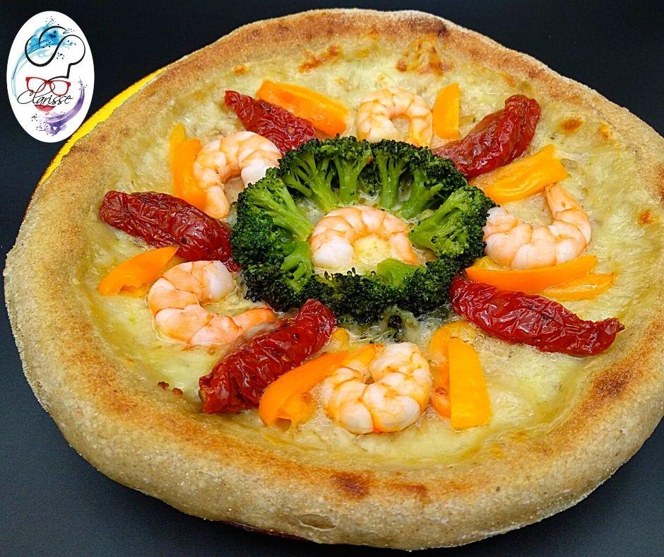pomodori secchi, mazzancolle, gamberetti, broccoletti, peperoncino, pili pili, mari e monti, farina integrale, lievito madre, pizza bianca, mozzarella.
